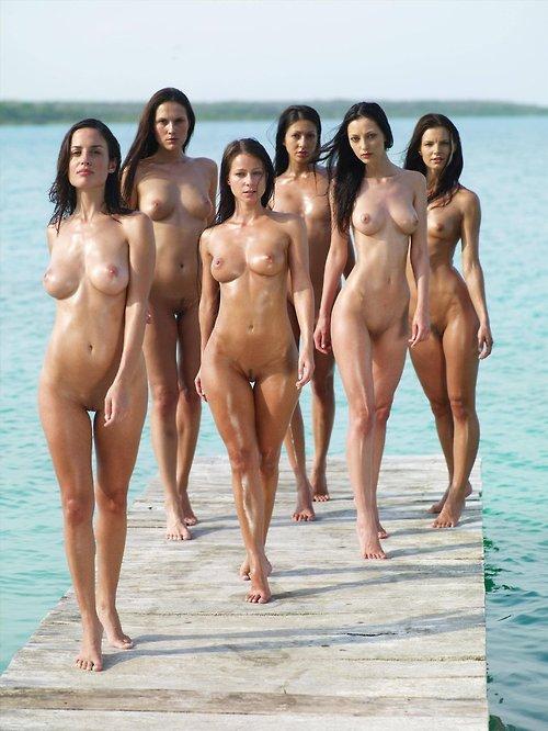 скрытое фото голых девушек девушек